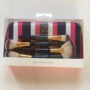 ❤️NEW!!!❤️ Isaac Mizrahi makeup brush set w/ Case.